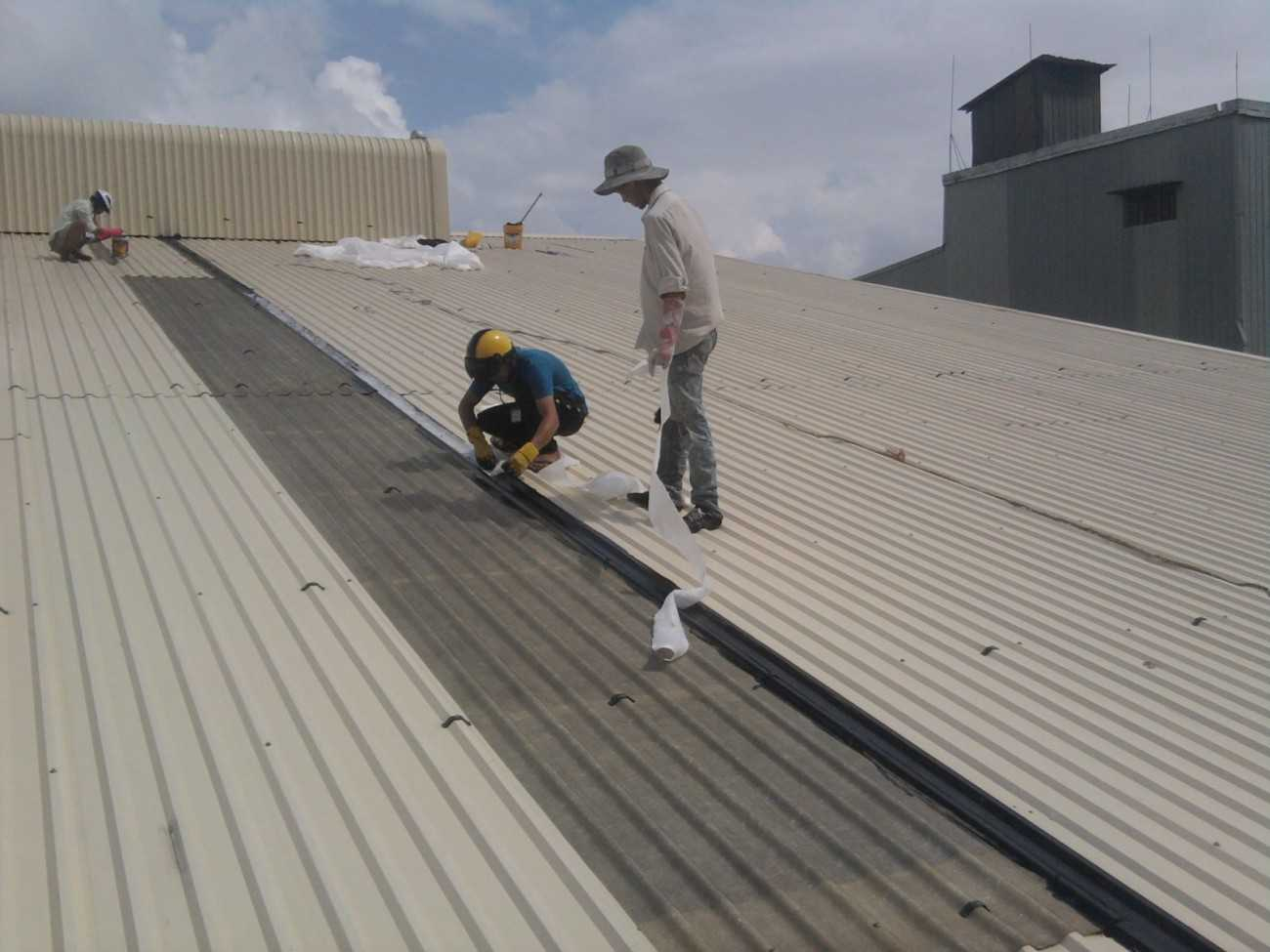 Thợ lợp mái tôn tại quận 6 - Dịch vụ sửa mái tôn uy tín hàng đầu tại tphcm