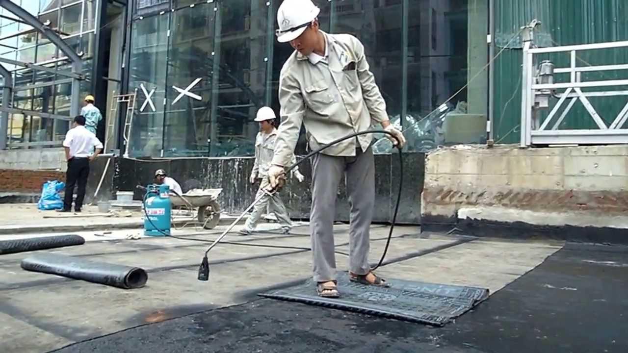 Thợ chuyên thi công màng chống thấm
