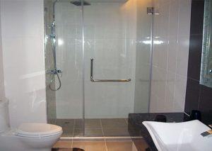báo giá vách kính phòng tắm
