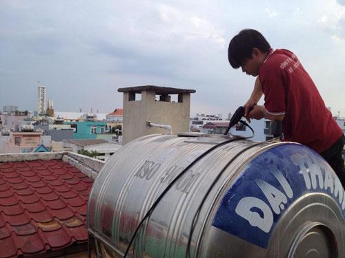 Thợ hàn bồn nước Inox, nhựa